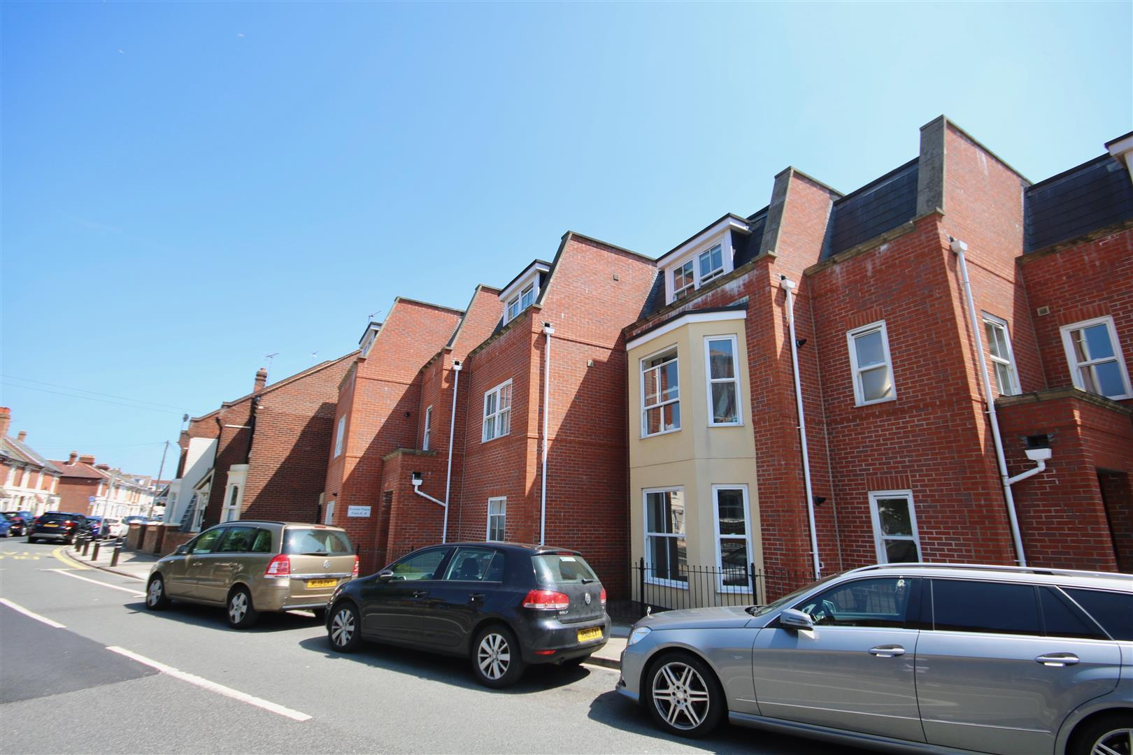 2 Bedrooms Flat for sale in Dunbar Road, Southsea